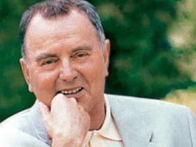 В парижском госпитале на 80-м году жизни скончался Ив Роше.  Причина.
