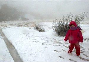 Снег из Киева везут в села
