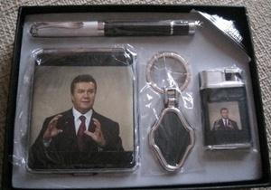 Януковича стали продавать на сигаретах