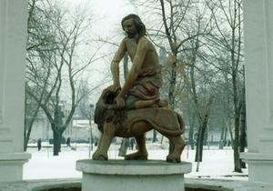 Памятник Самсону косметически обновят