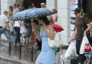 Киевлянам лучше сидеть дома: грозы, дожди, град