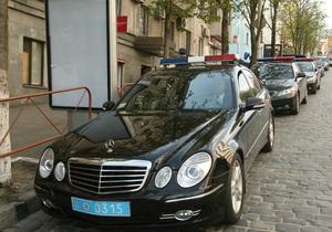 Азаров снял запрет на покупку спецтранспорта для МВД