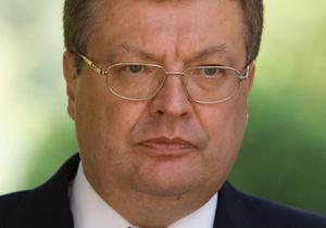 Грищенко считает, что оппозиция не должна критиковать украинское правительство за пределами страны
