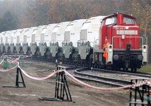 В Германии зеленым не удалось остановить поезд с ядерными отходами