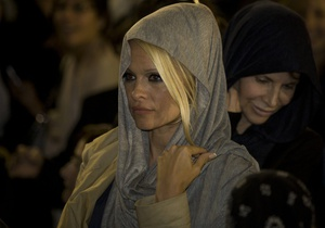 Памела Андерсон помолилась у Стены Плача в Иерусалиме