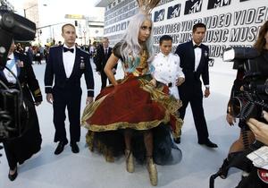 Россиянке, угрожавшей убить Lady GaGa, запретили приближаться к певице