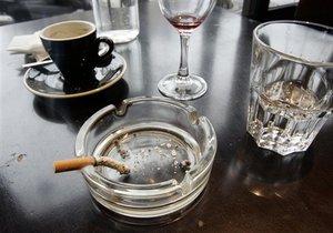 В Польше запретили курить в общественных местах