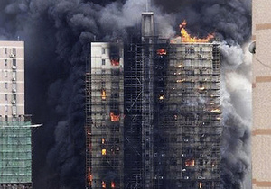 Фотогалерея: Дым с востока. В Шанхае сгорело 28-этажное здание