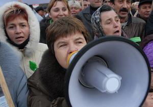 В Черновцах несколько тысяч предпринимателей перекрыли улицу возле Калиновского рынка