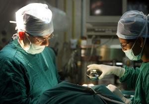В Индии хирург удалил из почки пациента 172 тысячи камней