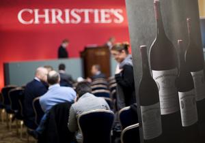 На аукционе Christie's выручена рекордная сумма за бутылку вина
