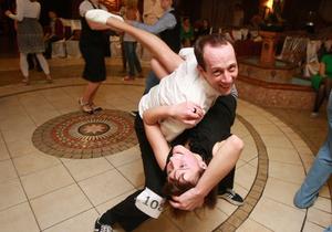 Корреспондент: Насмотревшись телешоу, украинцы массово пошли в школы танцев
