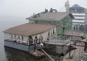 Плавучие гостиницы в Киеве выставили на продажу
