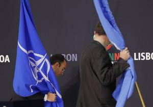 В НАТО прокомментировали отказ Януковича посетить Лиссабонский саммит