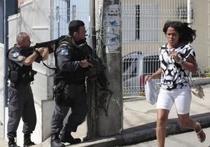 Фотогалерея: Огонь батарея, огонь батальон! Бразильский спецназ отвоевал у наркомафии один из районов Рио-де-Жанейро