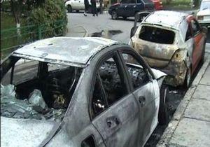 В Деснянском районе столицы неизвестные подожгли пять автомобилей