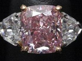 Christie's продал редкий розовый бриллиант за рекордную для Азии цену