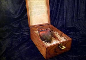 На eBay выставили мумифицированное сердце вампира