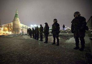 В Москве у метро Пражская задержали 20 человек с дубинками и арматурой