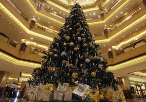 В Абу-Даби установили самую дорогую в мире елку