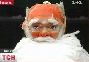 В Ромнах из-под городской елки похитили Деда Мороза