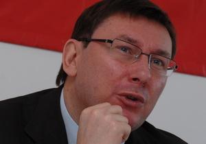 В Нашей Украине требуют освободить Луценко