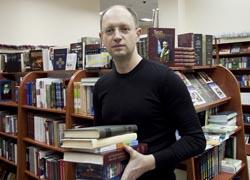 Яценюк предложил создать новую библиотеку украинской литературы в Москве