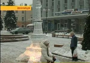В Виннице установили ледовую миникопию Эйфелевой башни