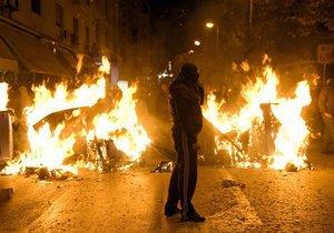 Власти Франции намерены не допустить соревнований молодежи в сжигании машин на Новый год