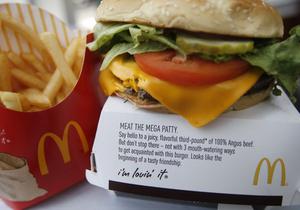 Во львовском McDonald's ребенок отравился чизбургером, в котором была похожая на ртуть жидкость