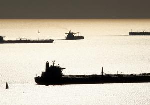 В Германии на реке Рейн перевернулся танкер с серной кислотой