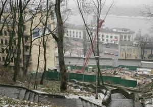Киевские власти объяснили снос исторического особняка на Подоле необходимостью укрепить склон