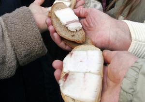 В 2010 покупательская корзина украинцев стала более здоровой, однако общее количество товаров в ней уменьшилось - эксперты