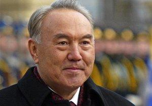 Парламент Казахстана утвердил проведение референдума о продлении полномочий Назарбаева до 2020 года