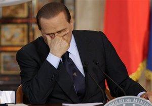 Берлускони назвал абсурдными обвинения в связях с несовершеннолетней танцовщицей