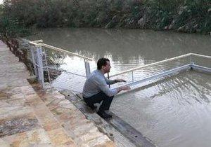 Медведев трижды окунулся в воды реки Иордан