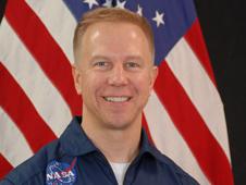 NASA нашло замену астронавту Discovery, получившему травму