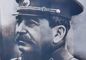 В фойе лондонского театра установили статую Сталина