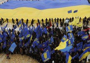 На Софийскую площадь отпраздновать День Соборности пришли около двух тысяч человек