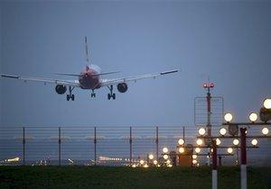 В Великобритании самолет совершил экстренную посадку из-за угроз пассажира