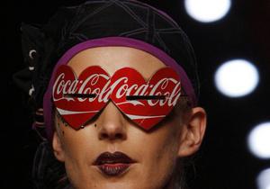 Coca-Cola запустила в Испании юбилейную кампанию о кризисе и коррупции