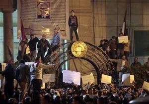 Египтяне проигнорировали комендантский час: в Александрии подожгли администрацию, в Каире штурмовали МИД