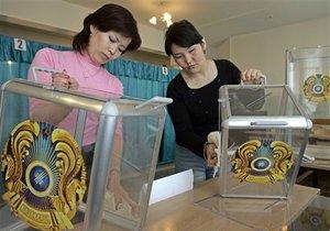 Назарбаеву разрешили назначать досрочные выборы