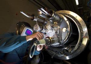 Адронный коллайдер возобновит работу не ранее 2012 года