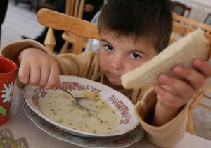 Власти Киева выделят 117 млн гривен на бесплатное питание для школьников