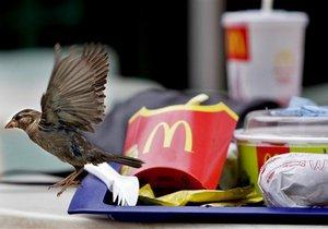 В январе в США продажи McDonald's упали, в Европе неожиданно выросли