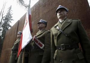 Посол РФ в Варшаве заявил о возможной реабилитации польских офицеров, расстрелянных под Катынью