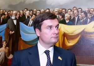 Депутат требует снимать шапки, когда играет гимн Украины
