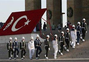 В Турции взяли под стражу 133 высокопоставленных армейских офицера