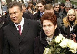 СМИ: В театре заявили, что фотографировать Людмилу Янукович никто не запрещал